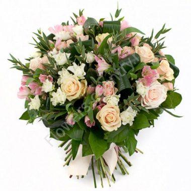 Букет из кустовой розы и альстромерии