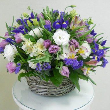 Букет из тюльпана, эустомы и ириса