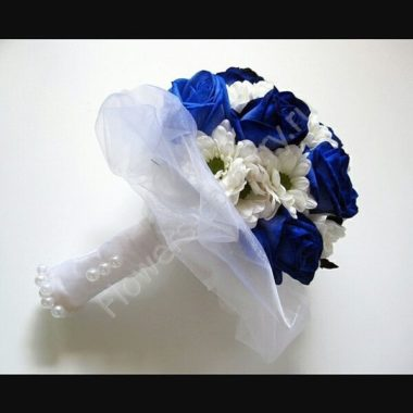 Букет невесты из синей розы и хризантемы