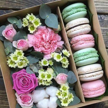 Букет цветов с макарони