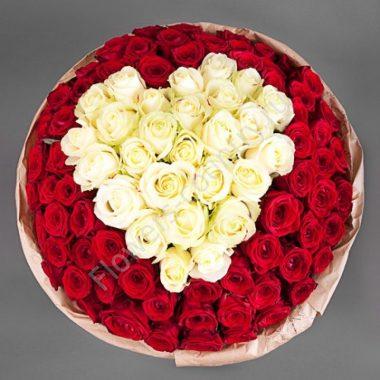 Букет с красными розами в форме сердца