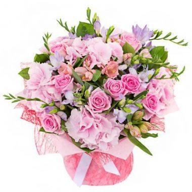 Букет из красивых цветов (фрезия и гортензия)