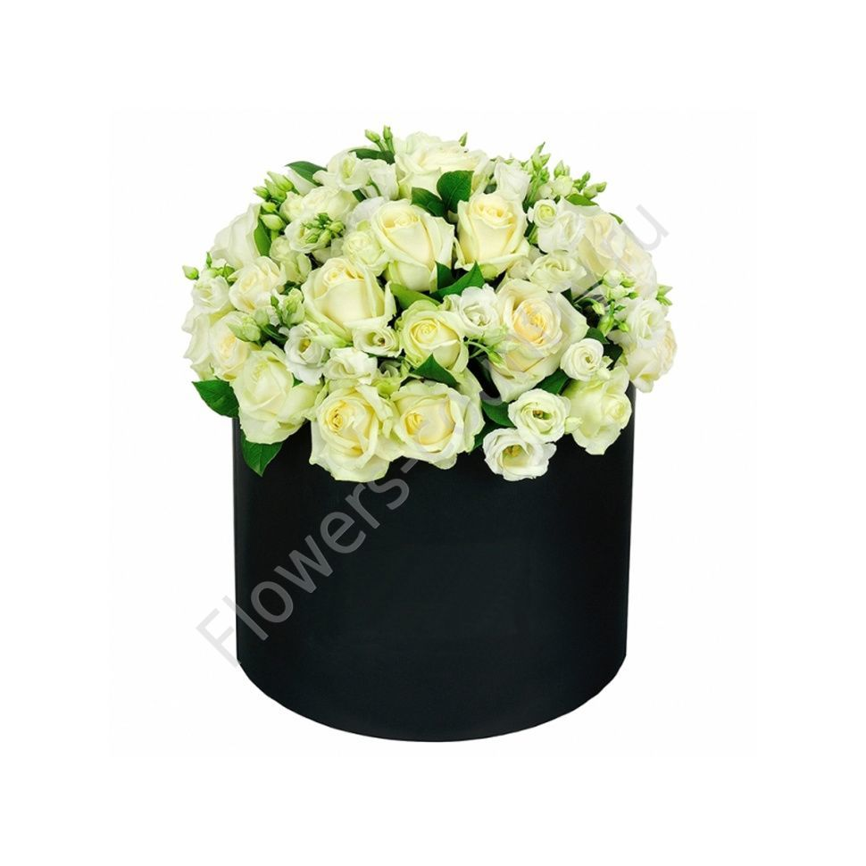 Букет из белых роз и эустомы в коробке