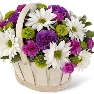 Букет из хризантем, гвоздик и ромашек