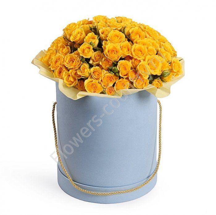 Букет из 25 кустовых желтых роз в коробке