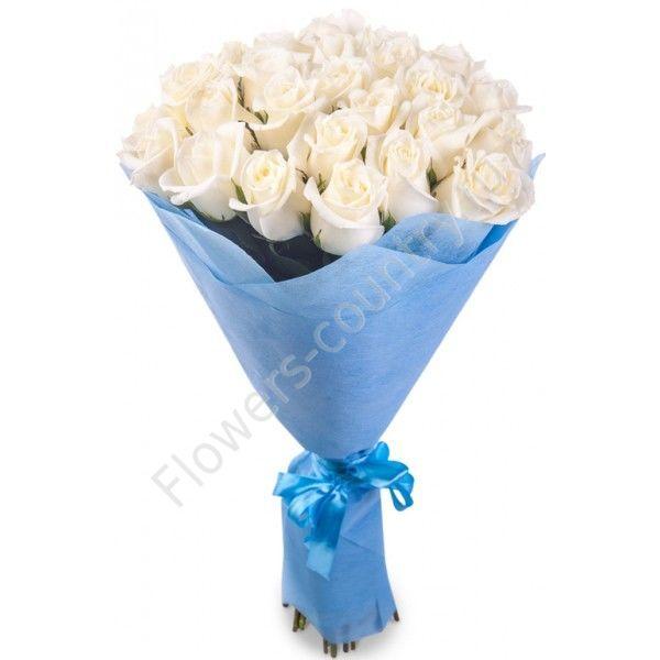 Букет из 25 белых роз в упаковке