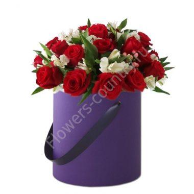 Букет из альстромерии и красной розы в коробке