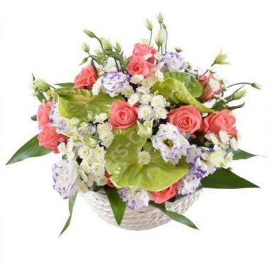 Букет из гербер, орхидей и гвоздик в корзине