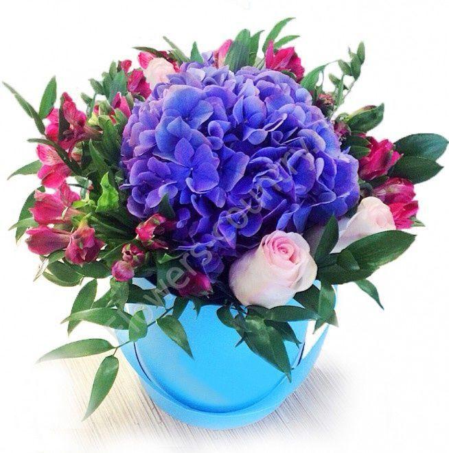 Букет из гортензии, альстромерии и роз в коробке