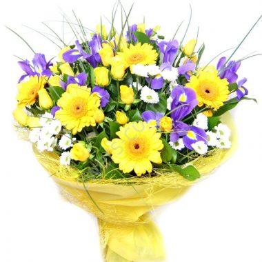 Букет из гербер, ирисов и хризантем