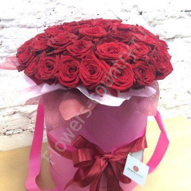 Букет красных роз в шляпной коробке