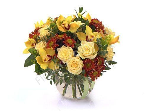 Букет из орхидей, хризантем и роз