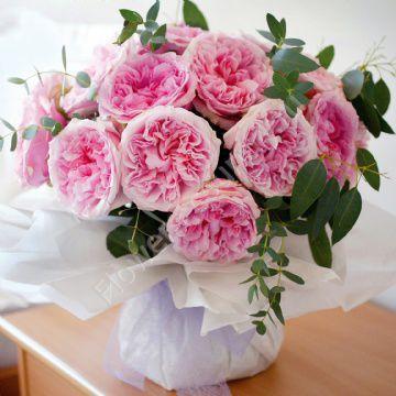 Пионовидная розовая роза
