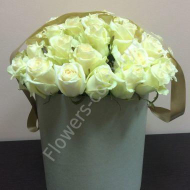 Букет белых роз в шляпной коробке