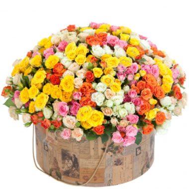 Букет из 101 кустовой розы в коробке