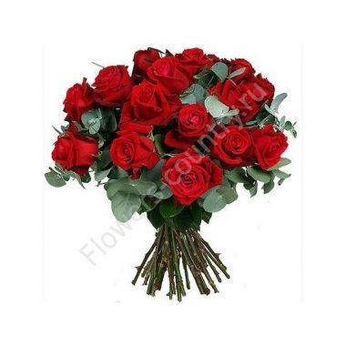 Букет из красных роз  и эвкалипта 19 шт