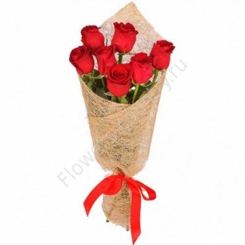 Букет из 7 красных роз в упаковке