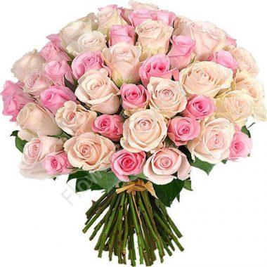 Букет из 51 розовых и кремовых роз