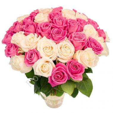 Букет из 51 белых и розовых роз