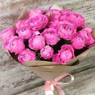 Букет из кустовой розовой розы