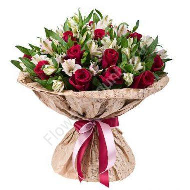 Букет из белой альстромерии и бордовой розы