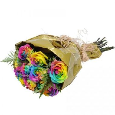Букетик из радужных роз