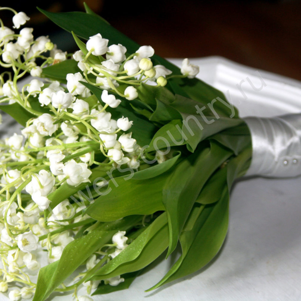 Букет невесты из 25 ландышей