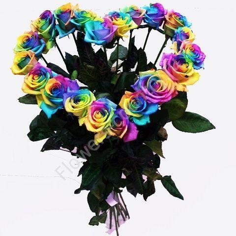 Букет в форме сердца из радужных роз