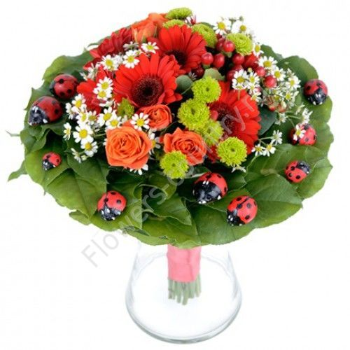 Букет из гербер, ромашки и розы