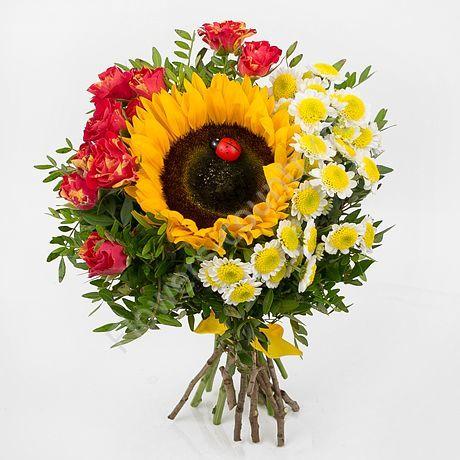 Букет из красивых цветов (кустовая роза и хризантема)