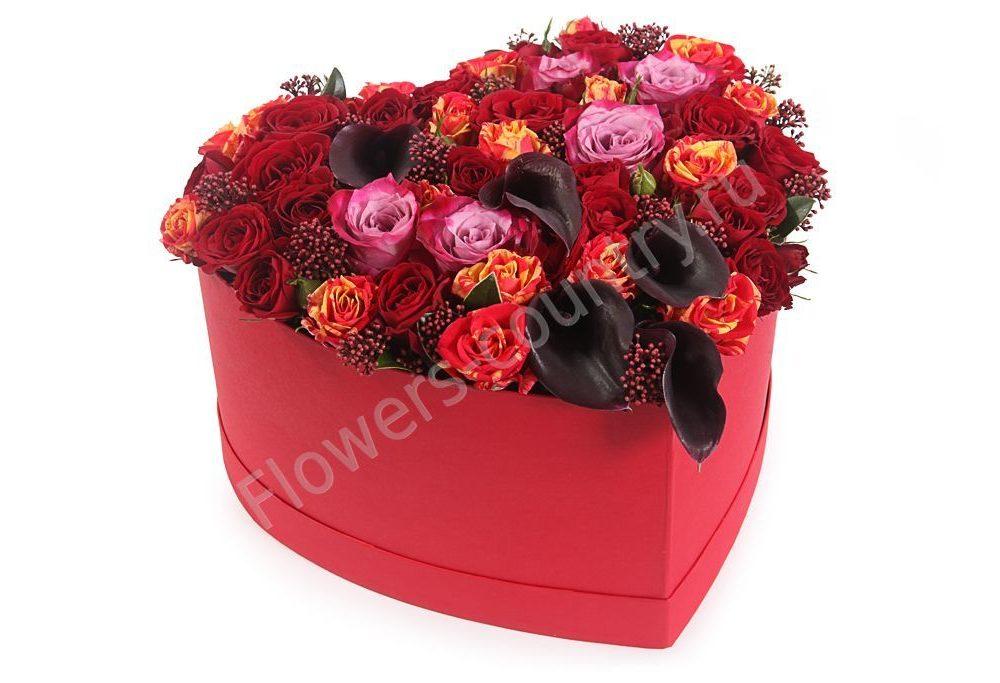 Букет из калл и роз в коробке