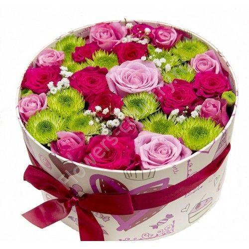 Букет из 19 роз и хризантемы в коробке
