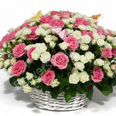 Букет из роз в корзине «Очарование весны»