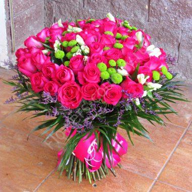 Букет из роз, эустом и хризантем