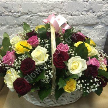 Букет из бордовой, розовой и желтой розы