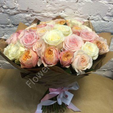 Букет из розовых, белых и пионовидных роз
