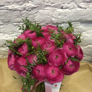 Букет из розового ранункулюса
