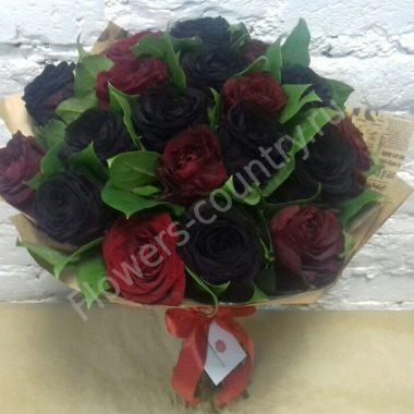 Букет из черных и бордовых роз