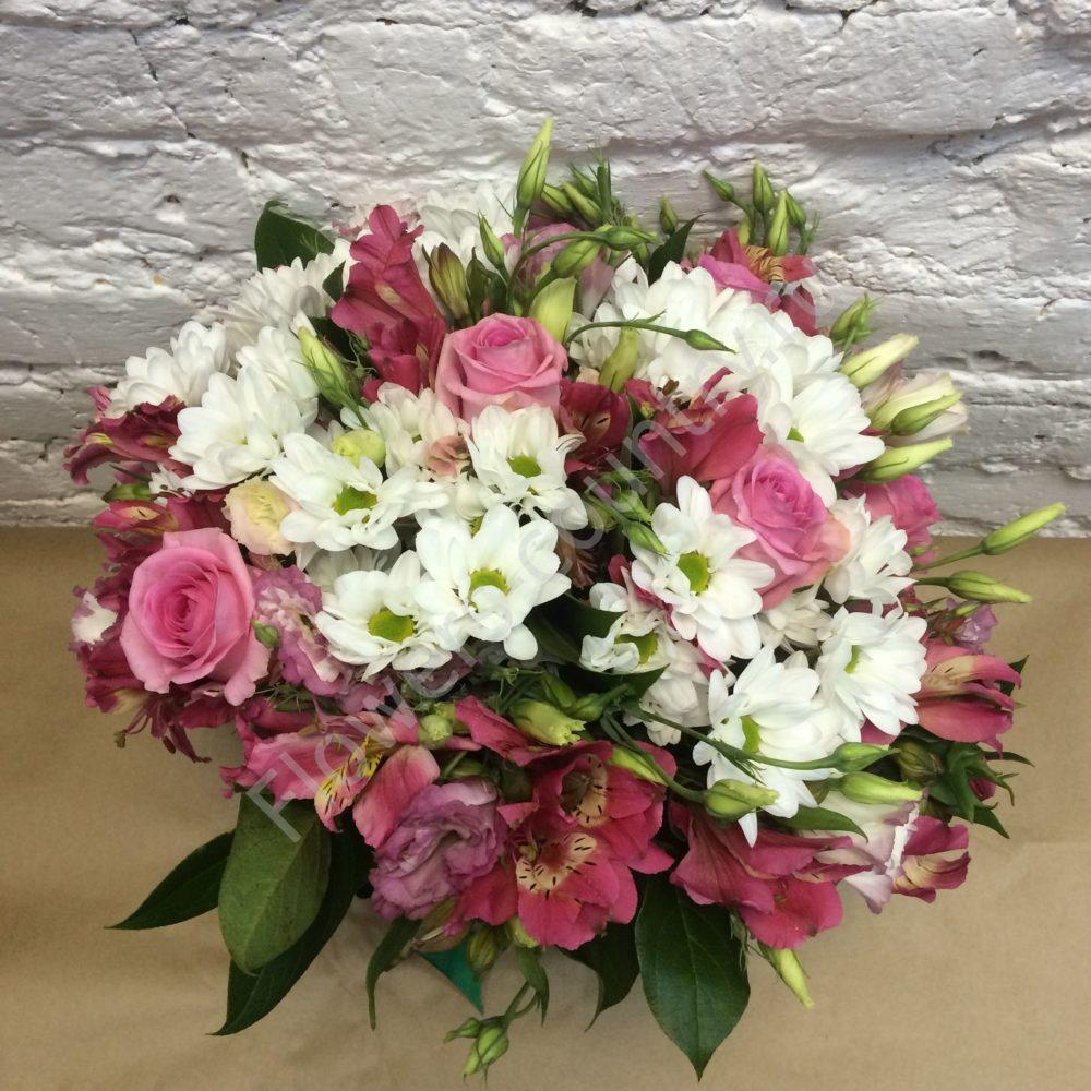 Букет из альстромерий, кустовых роз и хризантем