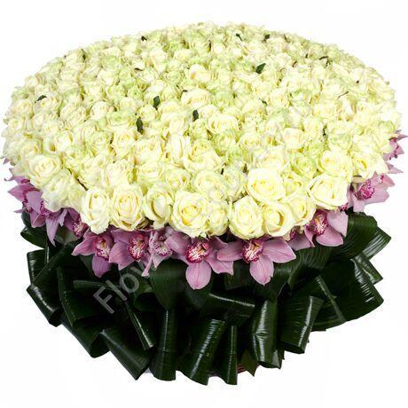 Букет из роз и орхидей цимбидиум