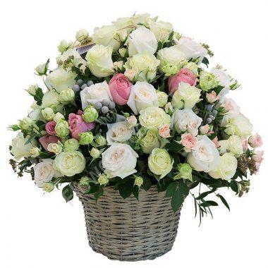 Букет из пионовидной и кустовой розы