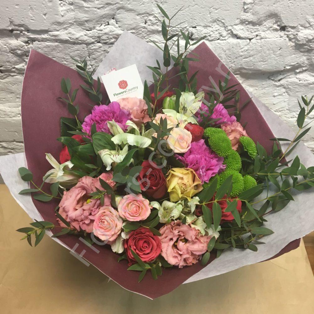 Букет из кустовых роз, хризантем и эустомы