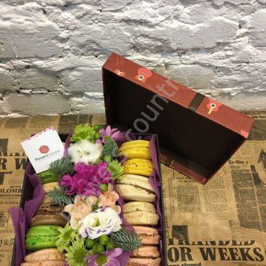 Букет из Роз, эустомы, хризантем и макарони