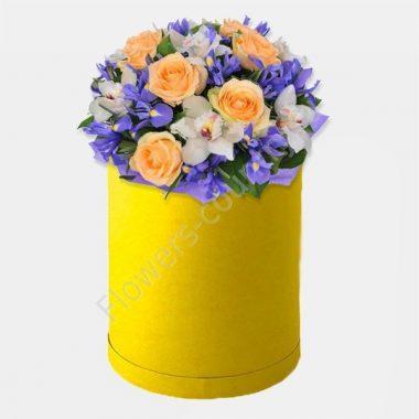 Букет из ирисов, роз и орхидей