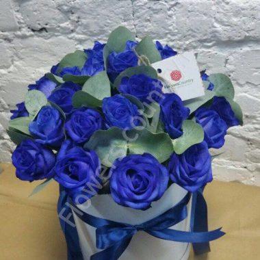 Букет с синими розами в шляпной коробке