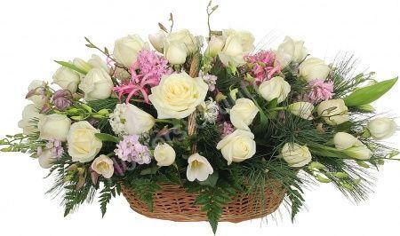 Букет из гиацинта, белых тюльпанов и роз