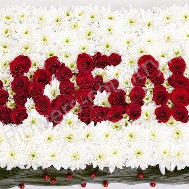 Композиция из цветов «Люблю»