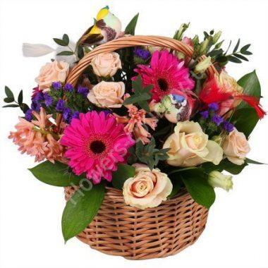 Букет из герберы, гиацинта, роз в корзине