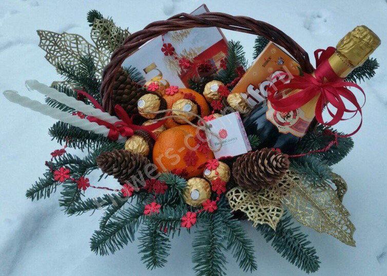 Новогодний набор c шампанским, фруктами и конфетами