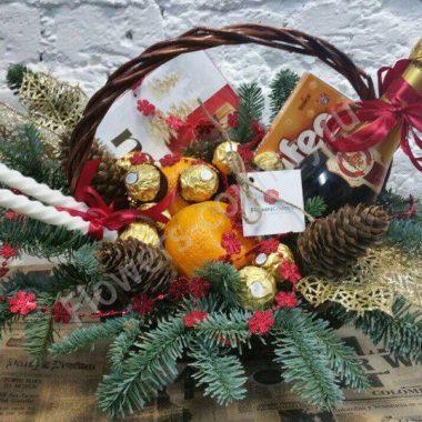 Новогодний набор c фруктами и конфетами